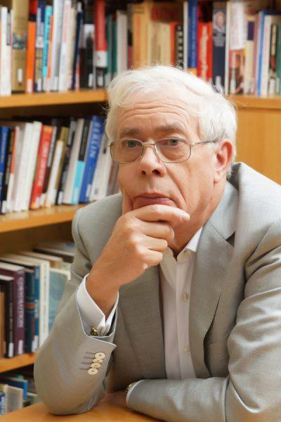 Muy valioso para el análisis económico: Web del economista británico John Kay En la página encontramos artículos, videos, y materiales de mucho interés para el estudio crítico filosófico de los asuntos económicos del presente.